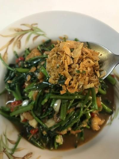 วิธีทำ ผัดผักบุ้งน้ำพริกแคบหมู