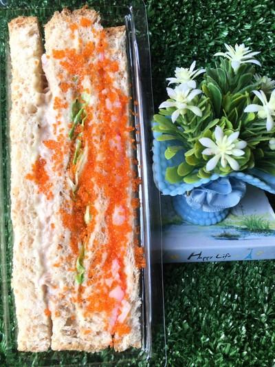 แซนวิชทูน่า+ปูอัดไข่กุ้ง