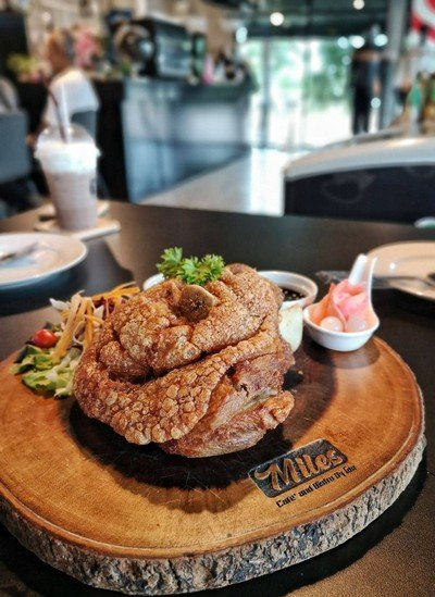 Miles cafe' and bistro By โฮม (Home)