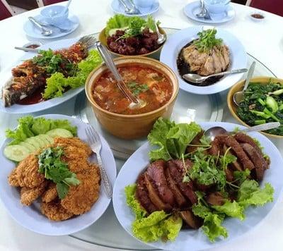 ร้านอาหารใบหยก (Baiyok Restaurant)