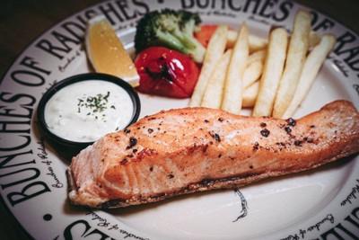 ลด 30% - Salmon steak จากปกติ 239 บาท ลดเหลือ 167 บาท