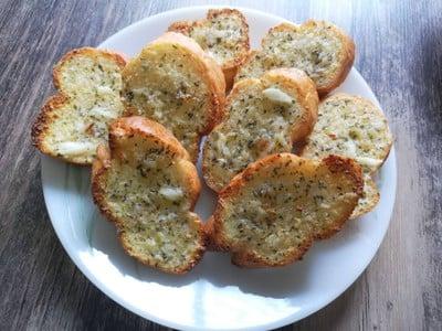 ขนมปังฝรั่งเศสหน้าเนยกระเทียม หม้อทอดไร้มัน