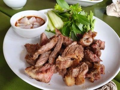 อาหารนั่งม่วนกิ๋นลำ (NANG MUAN KIN LAM RESTAURANT)