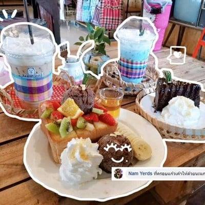 บ้านขาวม้า คาเฟ่ (ร้านกาแฟ)