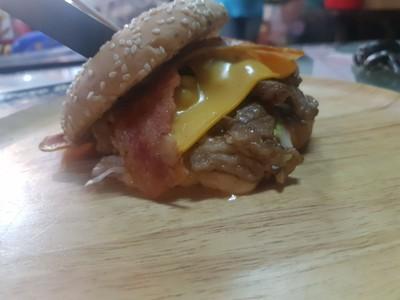 สั่งเบคอนสไลด์ Cheese Burger ไปภาพเมนูคือสิ่งที่คิด ตามภาพถ่ายคือสิ่งที่ได้ไม่มี