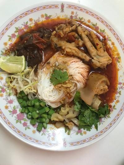 ขนมจีนน้ำเงี้ยว สูตรขาหมู ขาไก่