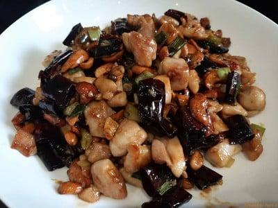 ผัดไก่กังเปา เมนูจีนเสฉวน ไก่นุ่ม พริกแห้งทอดหอมๆ ถั่วคั่วกรุบๆ