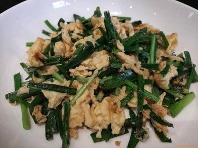 กุยช่ายผัดไข่ หอมกลิ่นกุยช่าย ไข่นิ่มนวล อร่อย ทำง่ายมาก