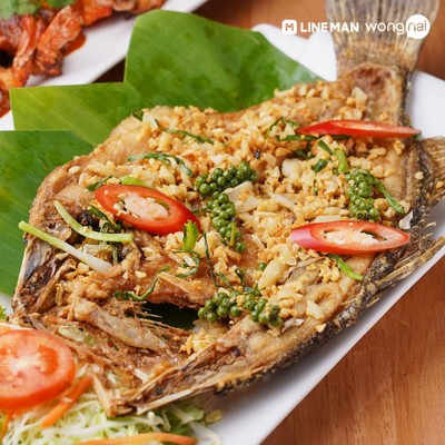 ปลากะพงทอดกระเทียมพริกไทยอ่อน