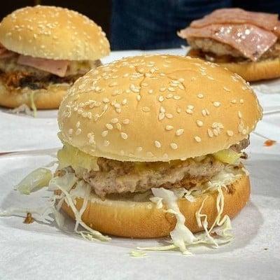 Captains Corner Burgers Kebabs (กัปตัน คอนเนอร์ เบอเกอร์ เคบับ) 7/11 หน้าหมู่บ้านมัณฑนา