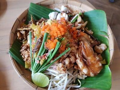 ผัดไทยห่อแตก