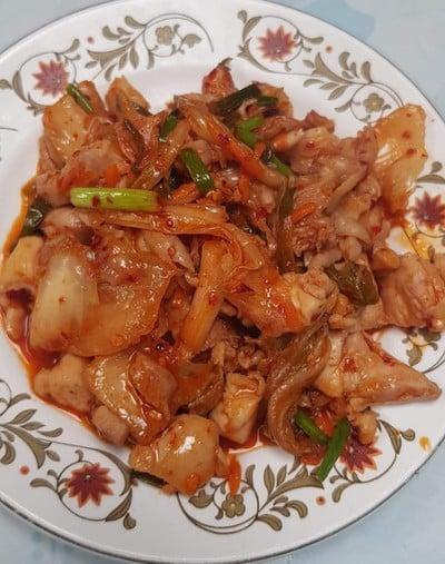 ไก่ผัดกิมจิ