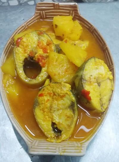 แกงส้มปลาซาบะสับปะรด