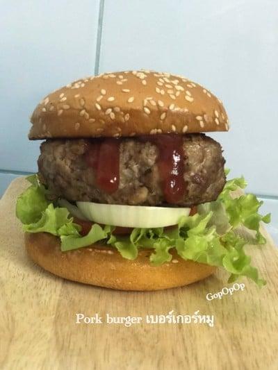 Pork burger เบอร์เกอร์หมูฉึกๆ 🐷