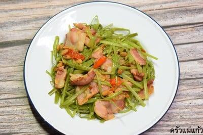 ผัดผักบุ้งเบคอน