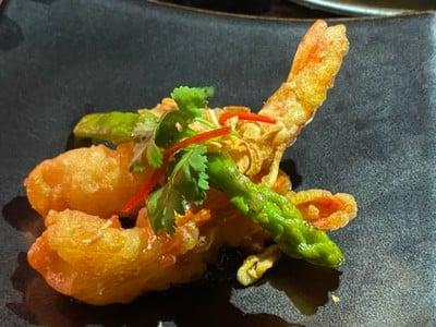 Deep-fried shrimp with tamarind sauce