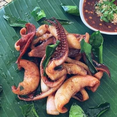 ร้านอาหารลาบอุบล (LAP UBON RESTAURANT)
