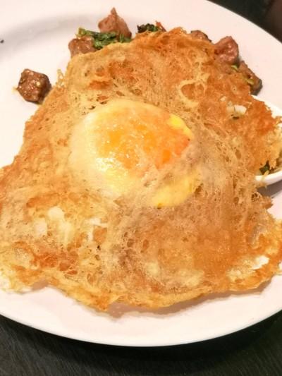 ผัดกะเพราเนื้อ Dry-Aged+ไข่ดาว+ข้าว