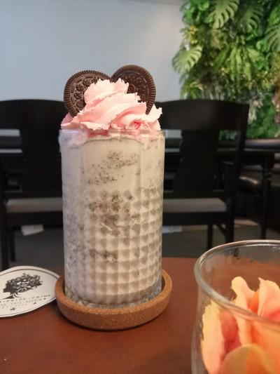 Oreo Vanilla Milkshake