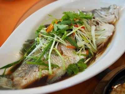 ปลากะพงนึ่งซีอิ๊วฮ่องกง