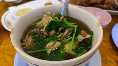 ไก่ไทยตุ๋นเห็ดหอม