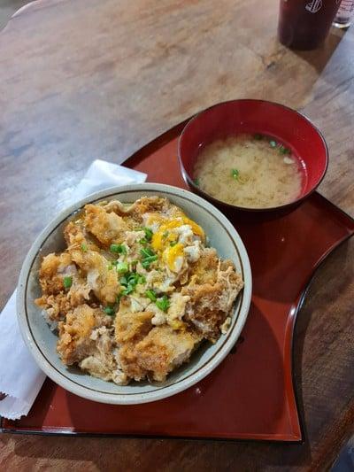 Katsudon ข้าวหน้าหมูทอดและไข่ออร์แกนนิค