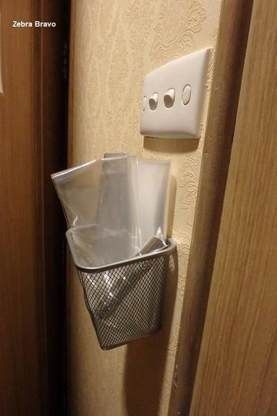 ถือว่าดีกว่าหลายๆ โรงแรมที่เคยพัก มีถุงใสใบใหญ่พร้อมไฟฉายให้ใช้เผื่อฉุกเฉิน