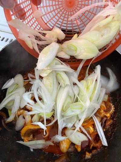 วิธีทำ หนวดปลาหมึกผัดซอสเกาหลี 🐙