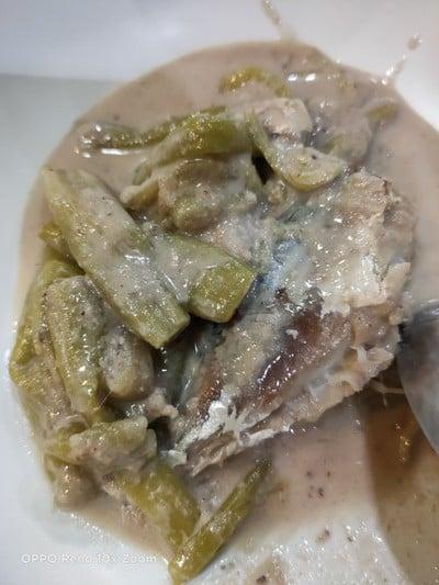 แกงกะทิสายบัวปลาทูนึ่ง
