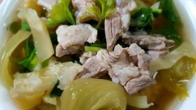 ต้มผักกาดดองกระดูกหมูใบพาย