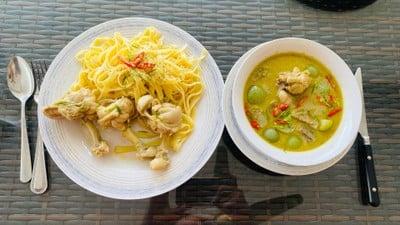 แกงเขียวหวานไก่/Chicken Green Curry With Pasta