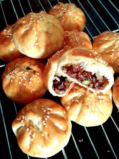 siew pau /char siew/char siu (bbq pork puff)