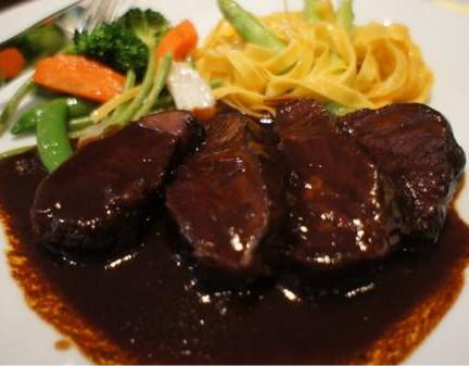 Beef cheek with red wine sauce 580บาท