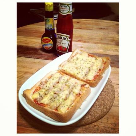 Yummy Tuna Melt Cheese  ขนมปังหน้าทูน่ามีชีสละลายอยู่ด้านบนอร้อย อร่อยมากๆ
