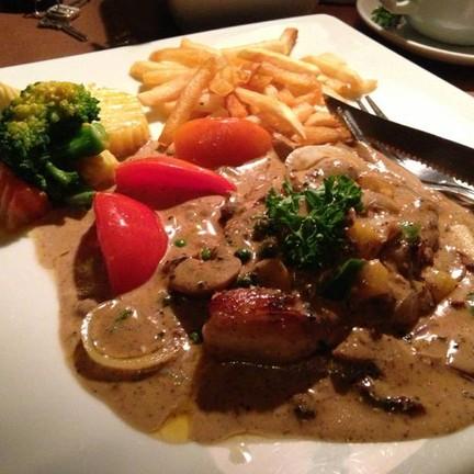 อาหารอร่อย ราคาพอเหมาะ บรรยากาศดีมาก พนงน่ารัก