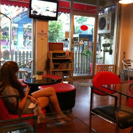 Studio 70's Coffee ตรงข้าม รร. สตรีนนทบุรี