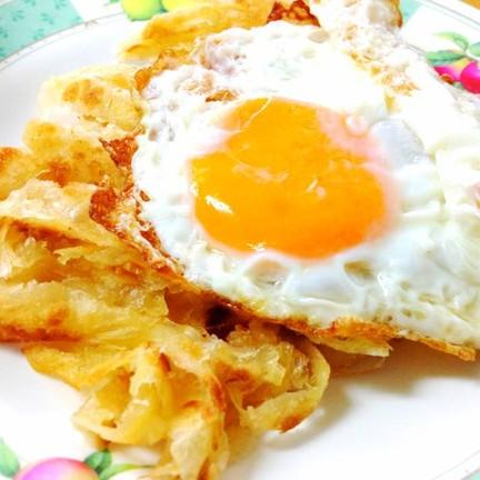 โรตีไข่ดาวทานกับแกง