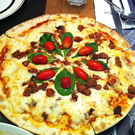 พิซซ่าหน้าไส้กรอกอิตาเลี่ยน