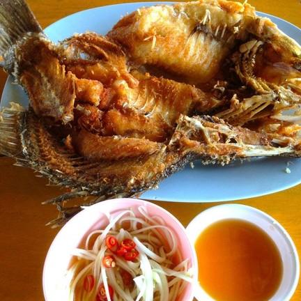 ปลากระพงทอดน้ำปลา ราคา 350.-บาท