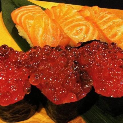 ซูชิแซลมอน ไข่ปลาแซลมอน