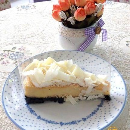 white chocolate cheesecake  ชิ้นนี้จะออกหวานนำ กลิ่นและรสของชีสไม่ค่อยออก