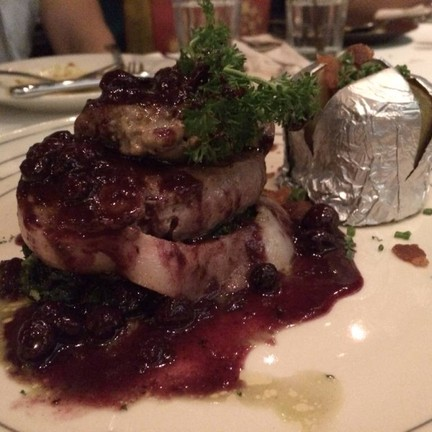 สเต็กเนื้อสันในวัวกับตับเป็ด เมนูนี้สุดยอดเลย!