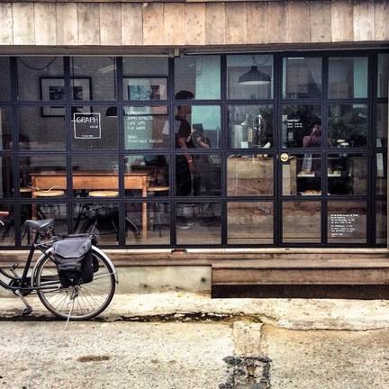 GRAPH CAFE หน้าร้านเก๋ เท่ค่ะ