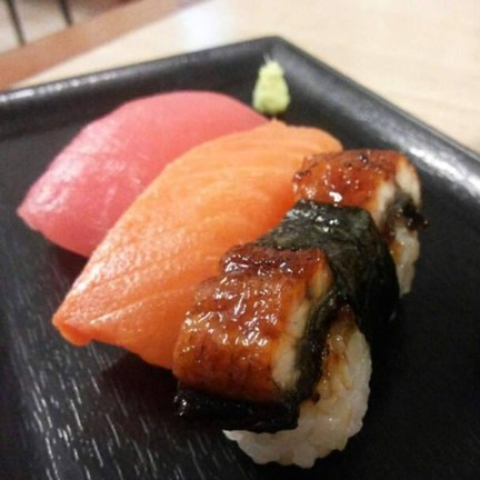 ข้าวปั้นหน้าปลาไหล แซลมอน ทูน่า
