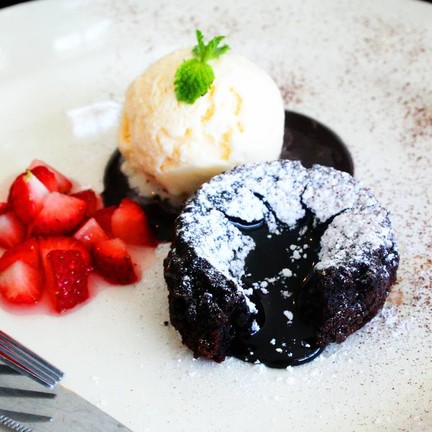 Dark Choc Lava Cake อร่อย คุ้มค่ากับการรอคอยค่ะ ^^