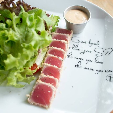 TUNA STEAK SALAD (254 บาท)