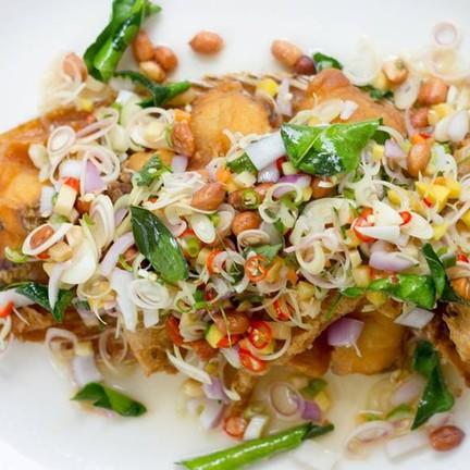 ปลาทับทิมยำสมุนไพร