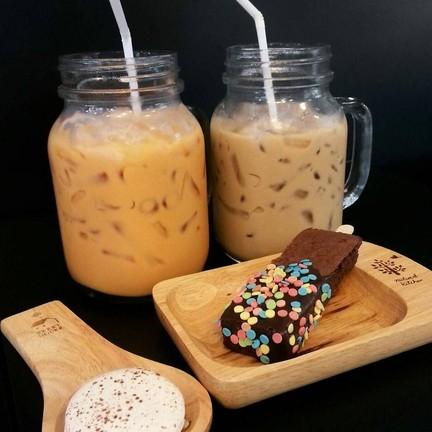 Iced Milk Tea และ Iced Arabica Coffee