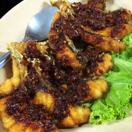 ปลาทอดราดพริกเผา