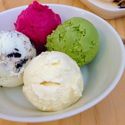 Macadamia & Green Tea & Mix Berry & Cookie And Cream Ice Cream
